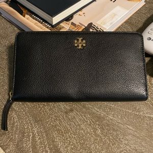 Tory Burch Wallet— Black Pebbled Leather